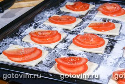 Слойки с фетой и помидорами