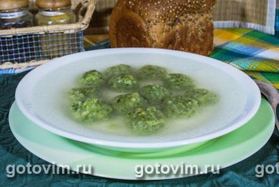 Куриный бульон с зелеными клецками