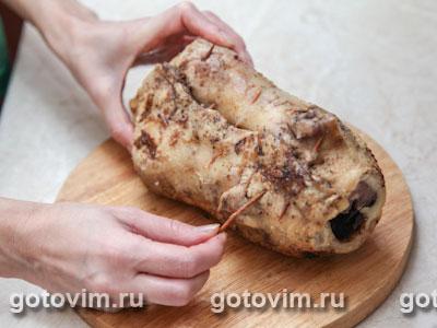 Утка с черносливом, запеченная в тесте